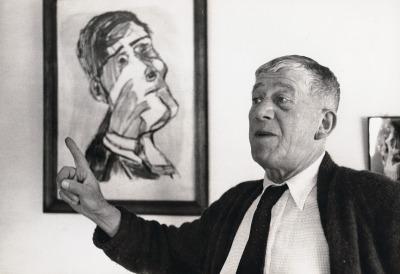 Oskar Kokoschka in front of the painting Self-Portrait from two Slides in Villeneuve, 1955. Photography mounted on cardboard. University of Applied Arts Vienna, Oskar Kokoschka-Zentrum.