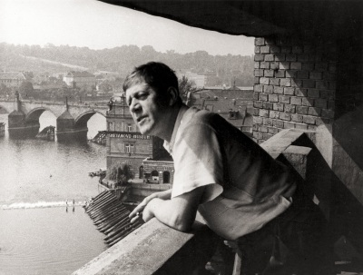 Oskar Kokoschka looking out over the Moldova, from the balcony of his studio in Prague, in the background Charles Bridge, 1936.